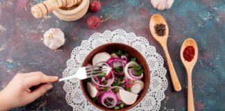 salada de cebola alho e rabanetes