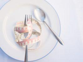 prato com fita métrica