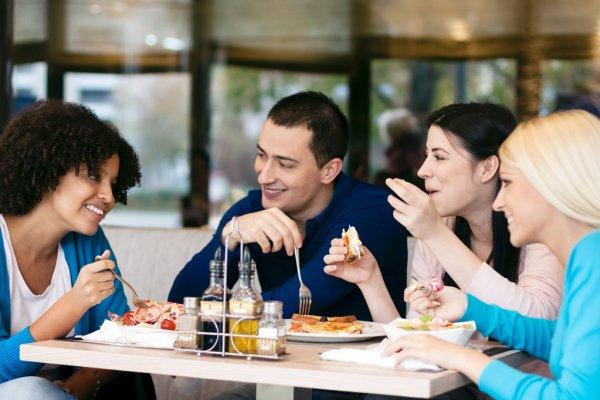 Comer em público