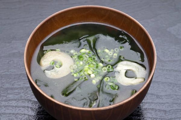 Algas marinhas em sopa
