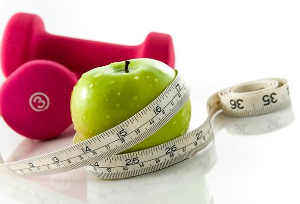 alimentação saudável e exercícios