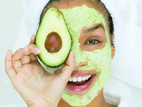 Máscara de abacate para o rosto